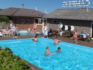 Lækkert poolområde for store og små